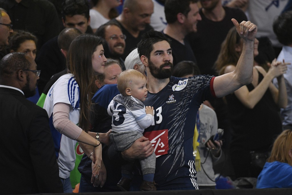 Karabatic Nikola and his family after 25th IHF men's world championship 2017 match between France and Slovenia at Accord hotel Arena on january 26 2017 in Paris. France. 26.01.2017 Paryz Pilka reczna, Mistrzostwa Swiata Francja 2017 Francja - Slowenia Christophe Saidi / Sipa / PressFocus POLAND ONLY!!