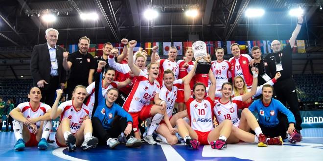 Biało-czerwone z Pucharem Prezydenta IHF