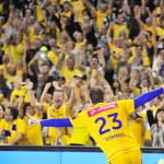 2015.10.17 KIELCE PILKA RECZNA HANDBALL LIGA MISTRZOW MENS VELUX EHF CHAMPIONS LEAGUE MECZ VIVE TAURON KIELCE - FC BARCELONA  N/Z UROS ZORMAN RADOSC KIBICE VIVE FOTO NORBERT BARCZYK / PRESS FOCUS